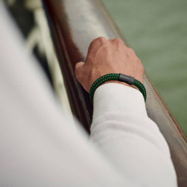 Donkergroene armband van touw met zwart staal