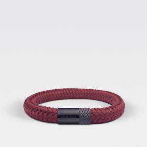 Gevlochten burgundy rode armband van ARMBND met zwarte roestvrij stalen sluiting