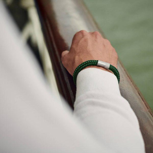 Donkergroene armband van touw met zilver staal