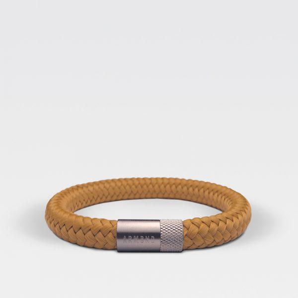 Gevlochten okergele armband van ARMBND met zilveren roestvrij stalen sluiting