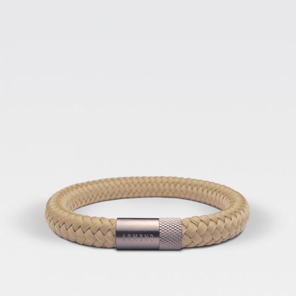 Gevlochten beige armband van ARMBND met zilveren roestvrij stalen sluiting