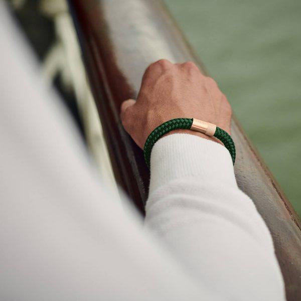 Donkergroene armband van touw met rose goud