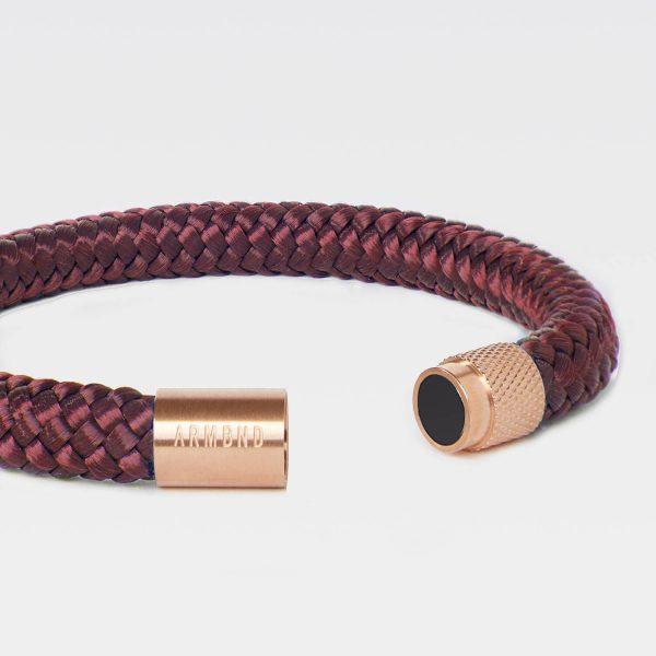 De burgundy rode ARMBND met rosé gouden sluiting