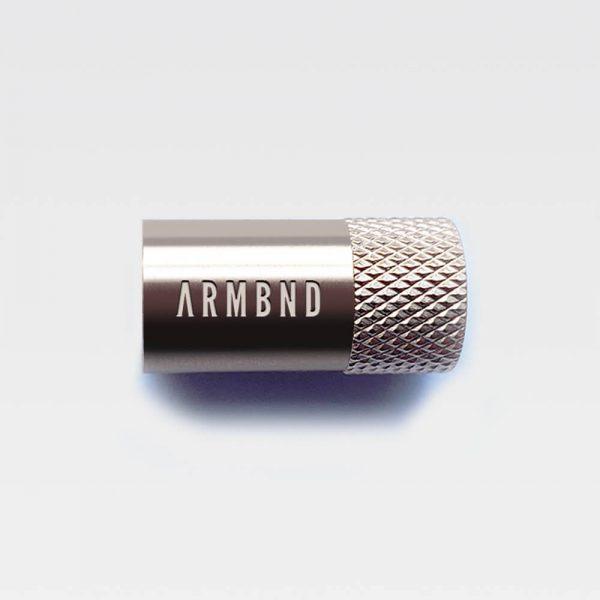 De zilveren sluiting van ARMBND