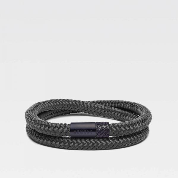 Donkergrijze dubbele armband met zwarte stalen sluiting