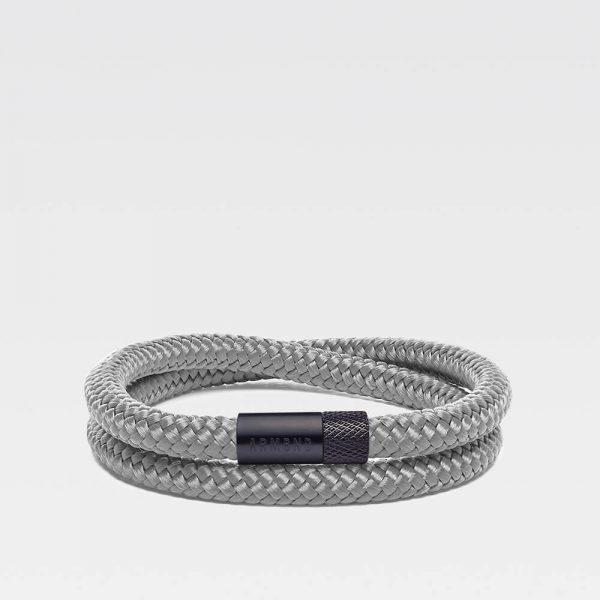 Grijze dubbele armband met zwarte stalen sluiting