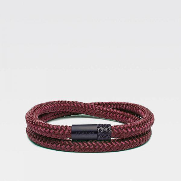 Donkerrode dubbele armband met zwarte stalen sluiting