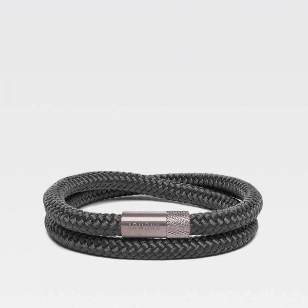 Donkergrijze dubbele armband met zilveren stalen sluiting
