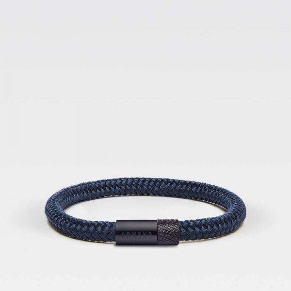 Donkerblauwe dunne armband met zwarte stalen sluiting