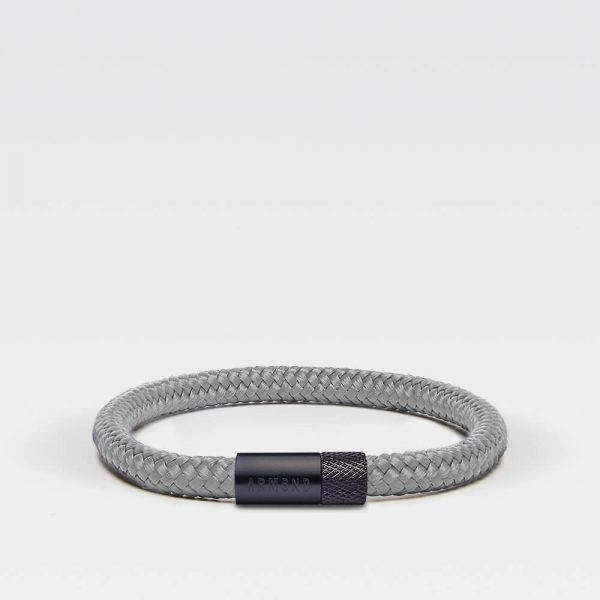 Grijze dunne armband met zwarte stalen sluiting