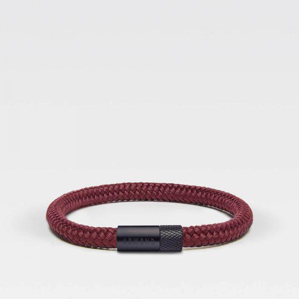 Donkerrode dunne armband met zwarte stalen sluiting